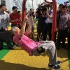 S'poreans react to PM Lee Hsien Loong trying out a swing at Future Of Us exhibition