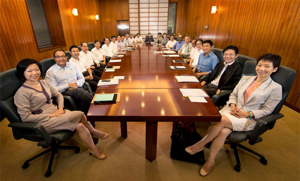 cabinet-meeting-long-table