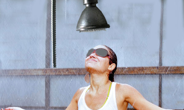 singaporean-bathe-with-clothes-on-blindfolded