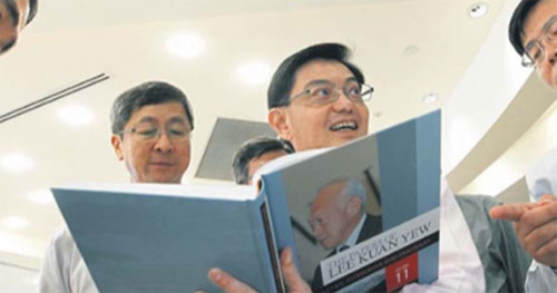Education Minister Heng Swee Keat feigns interest while Lim Boo-hoo-hoo Heng looks on dispassionately.