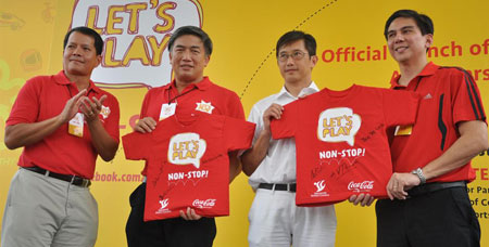 Some Singapore Sports Council guys with a guy in white.
